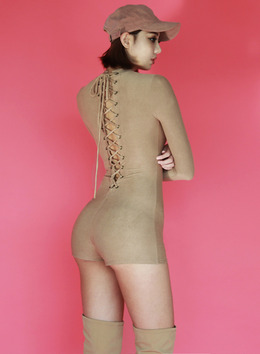 VANESSA LACE UP ROMPER - TAUPE 베네사 레이스업 롬퍼 - 토프