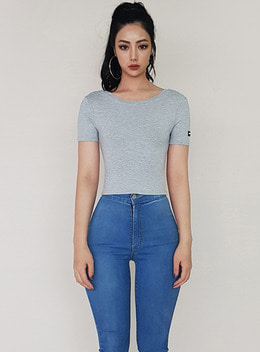 JENNER SCOOP NECK 1/2 CROPPED TOP - GRAY 제너 스쿱넥 1/2 크롭탑 - 그레이