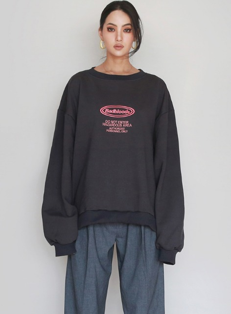 OVAL LOGO FLEECE SWEATSHIRTS - CHARCOAL 오발 로고 기모 맨투맨 - 차콜